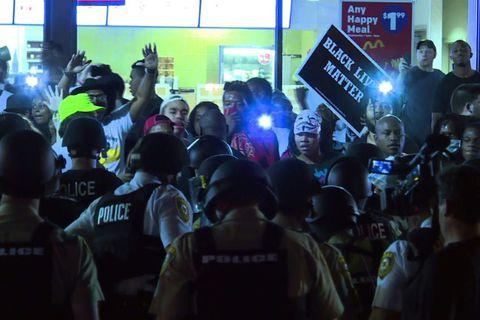 23 manns handteknir í Ferguson