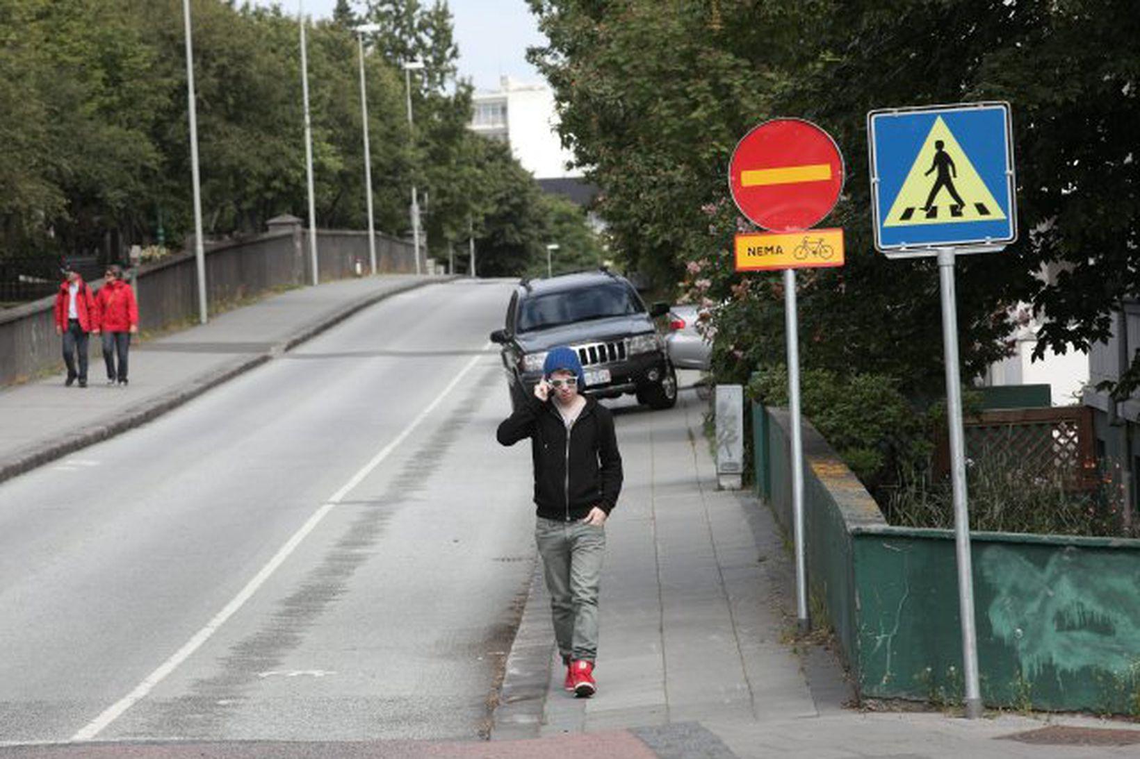 Ekki er hægt að sekta ökumenn sem aka gegn einstefnumerkinu …