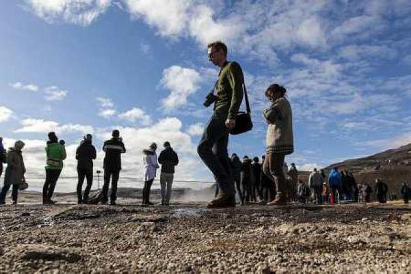Ferðamenn á Geysissvæðinu í Haukadal.