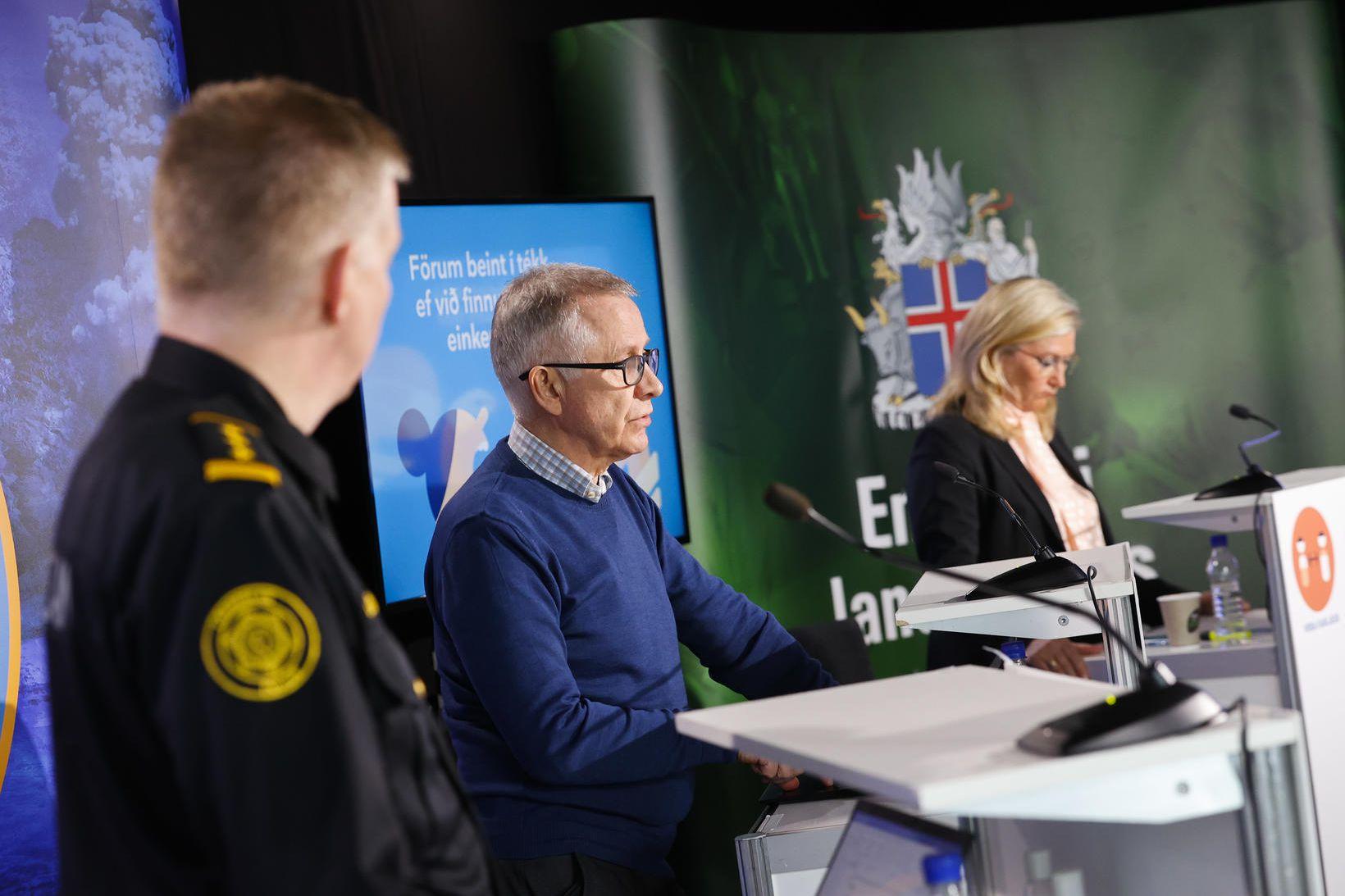 Víðir Reynisson, Þórólfur Guðnason og Alma Möller á fundinum í …