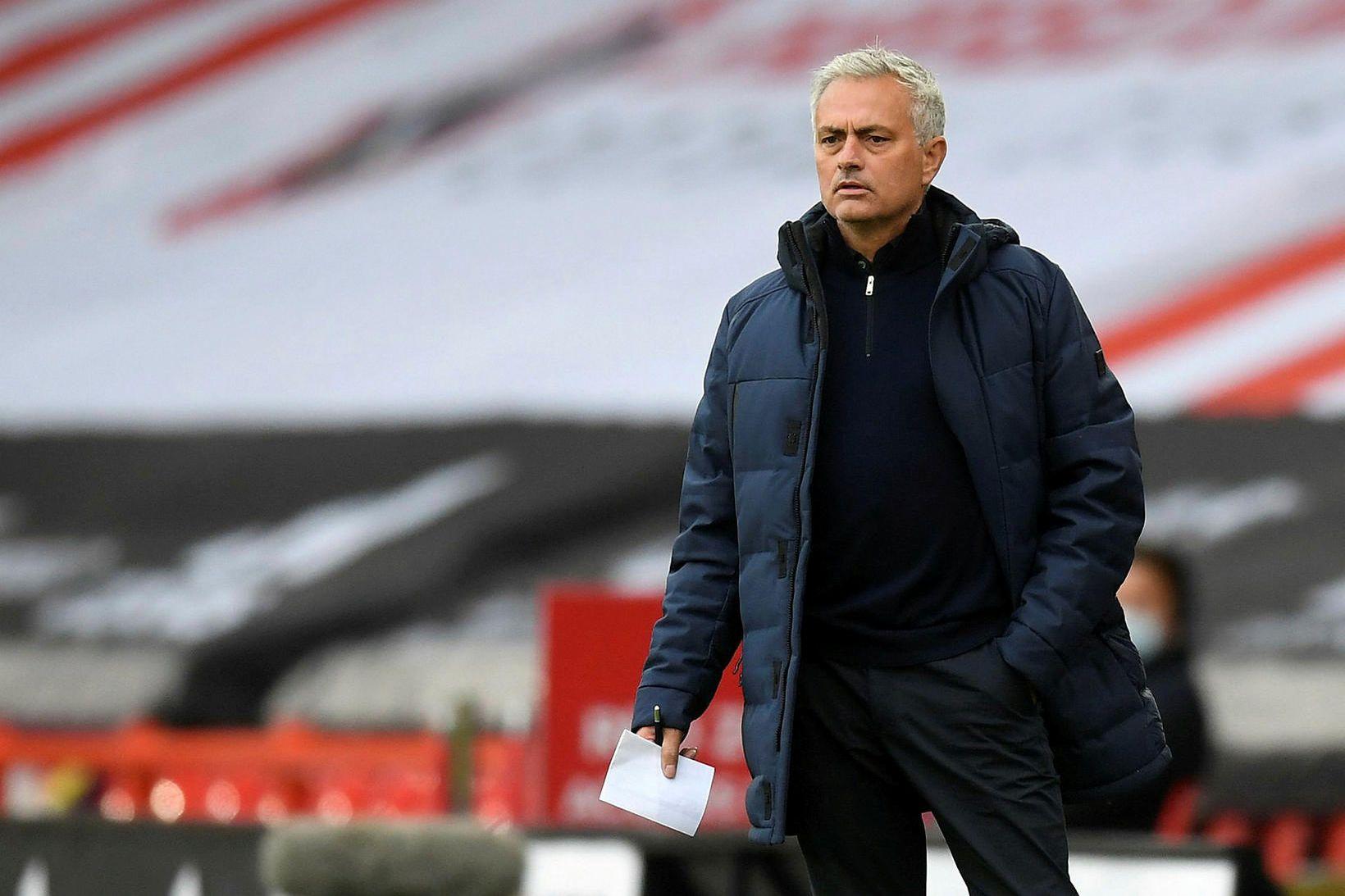 José Mourinho á hliðarlínunni í kvöld.