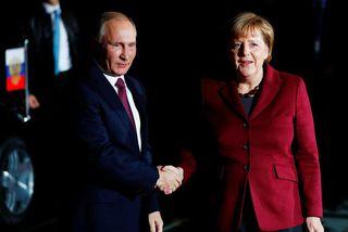 Pútín og Merkel hittust í Berlín á síðasta ári. Í dag hittast þau í Sochi.