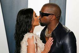 Kim Kardashian og Kanye West eru hjón sem elska hvort annað.