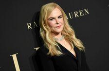 Nicole Kidman leit út fyrir að vera í venjulegum svörtum jakka.
