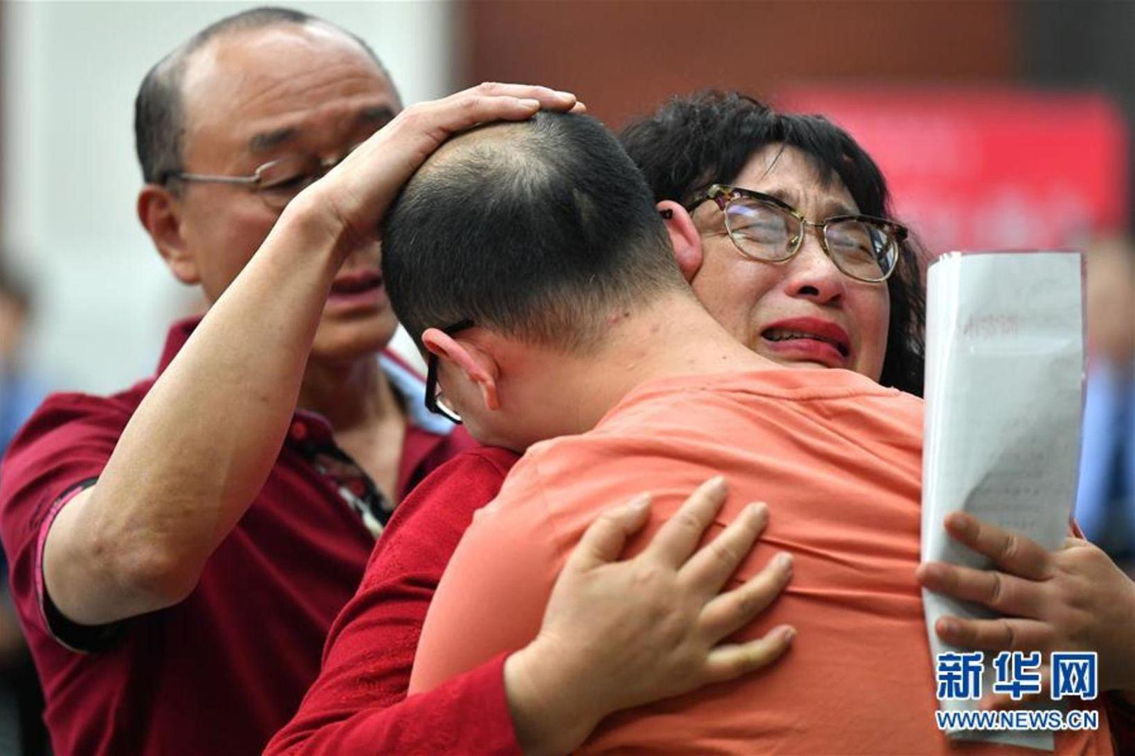 Mao Yin hitti foreldra sína í fyrsta skipti í 32 …