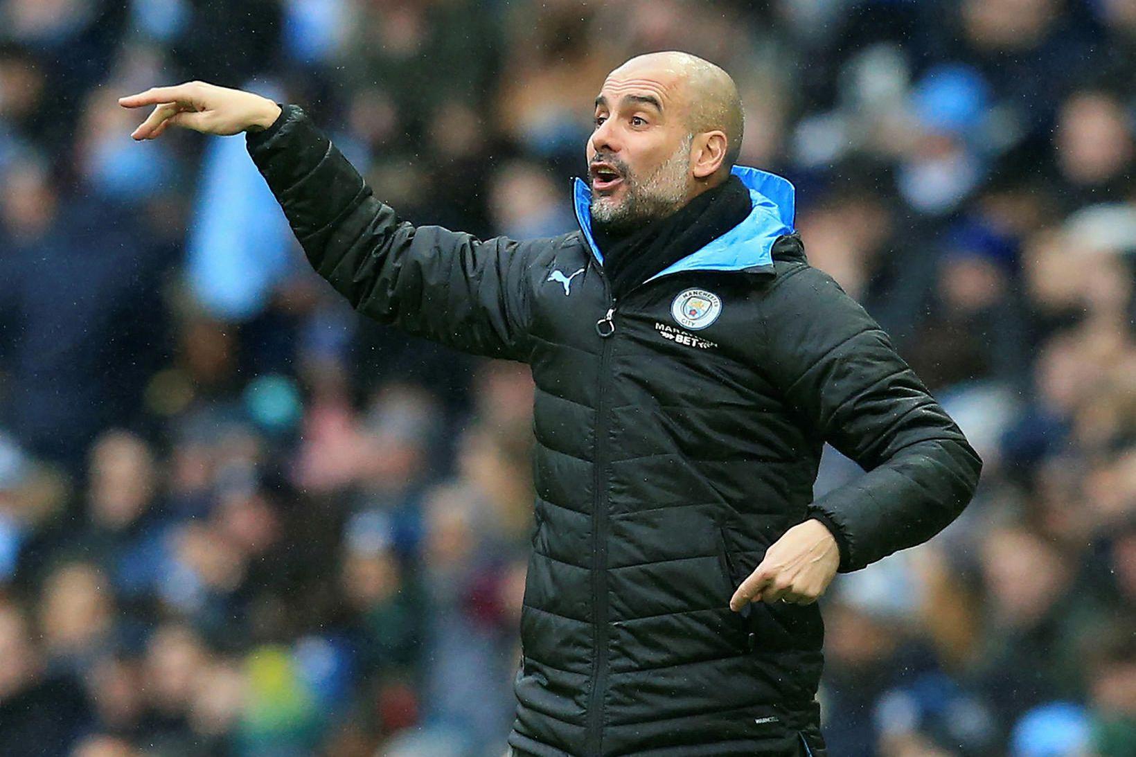 Pep Guardiola á hliðarlínunni hjá Manchester City.