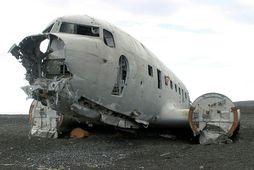 The bodies were discovered near the American plane wreck on Sólheimasandur beach.