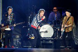 Ronnie Wood, Mick Jagger, Steve Jordan og Keith Richards á tónleikunum í St. Louis.