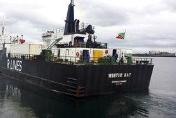 Winter Bay fer um Norður-Íshaf á leiðinni til Japans. Hér lætur skipið úr höfn í …