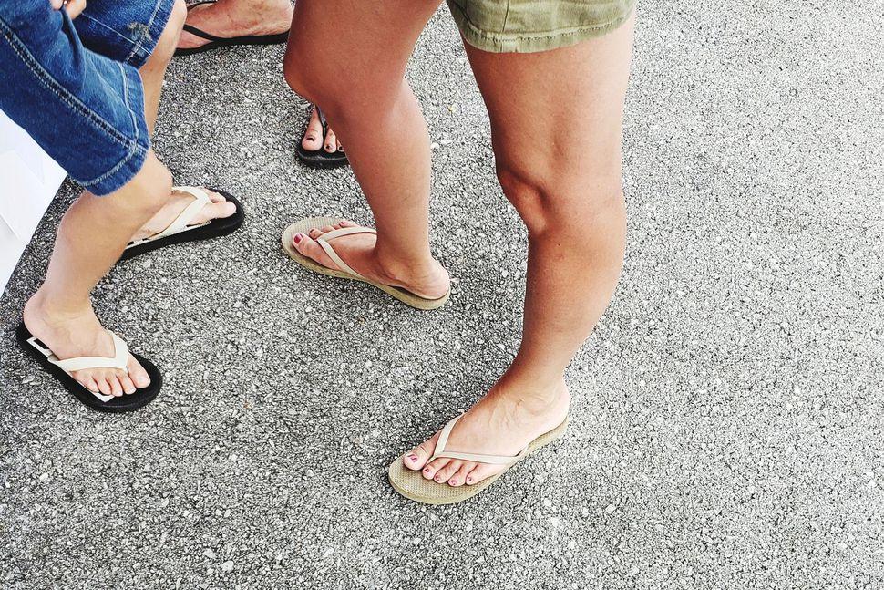 Flip-flops er fótabúnaður sem hentar báðum kynjum. Slíkir skór hafa ...