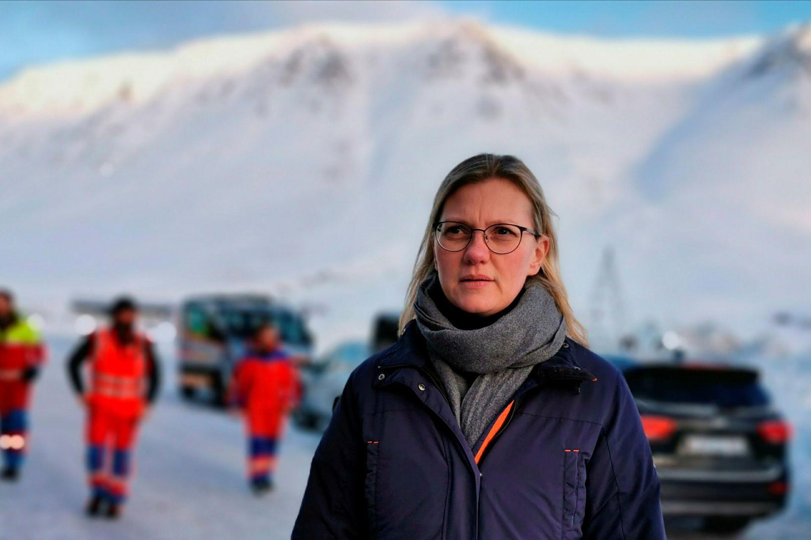 Kristín Guðmunda Pétursdóttir fyrir utan Gunnukaffi á Flateyri í gær. …