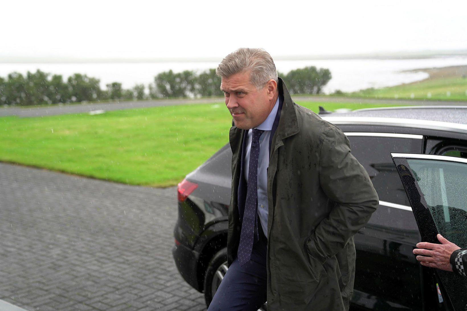 Bjarni Benediktsson, efnahags- og fjármálaráðherra á leiðinni á fundinn á …