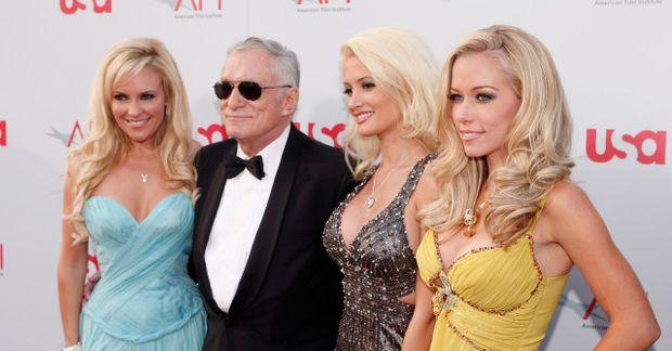 Holly Madison, Hugh Hefner, Bridget Marquardt og Kendra Wilkinson áttu góða spretti saman.