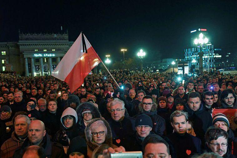 Crowds mourn the murder of Mayor Pawel Adamowicz.