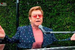 Renata fer í mál við Elton John.