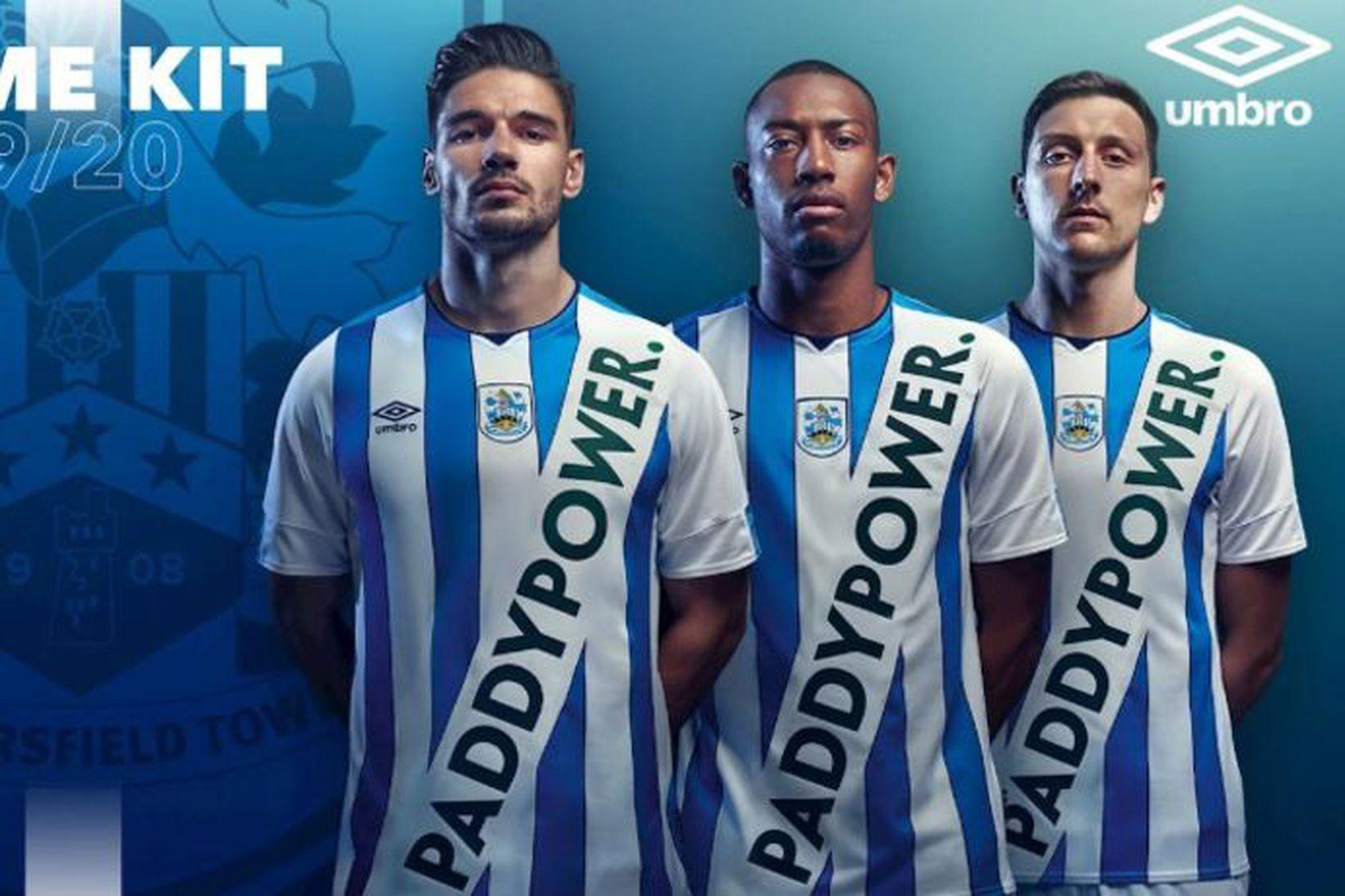 Huddersfield kynnti þessa treyju í dag.