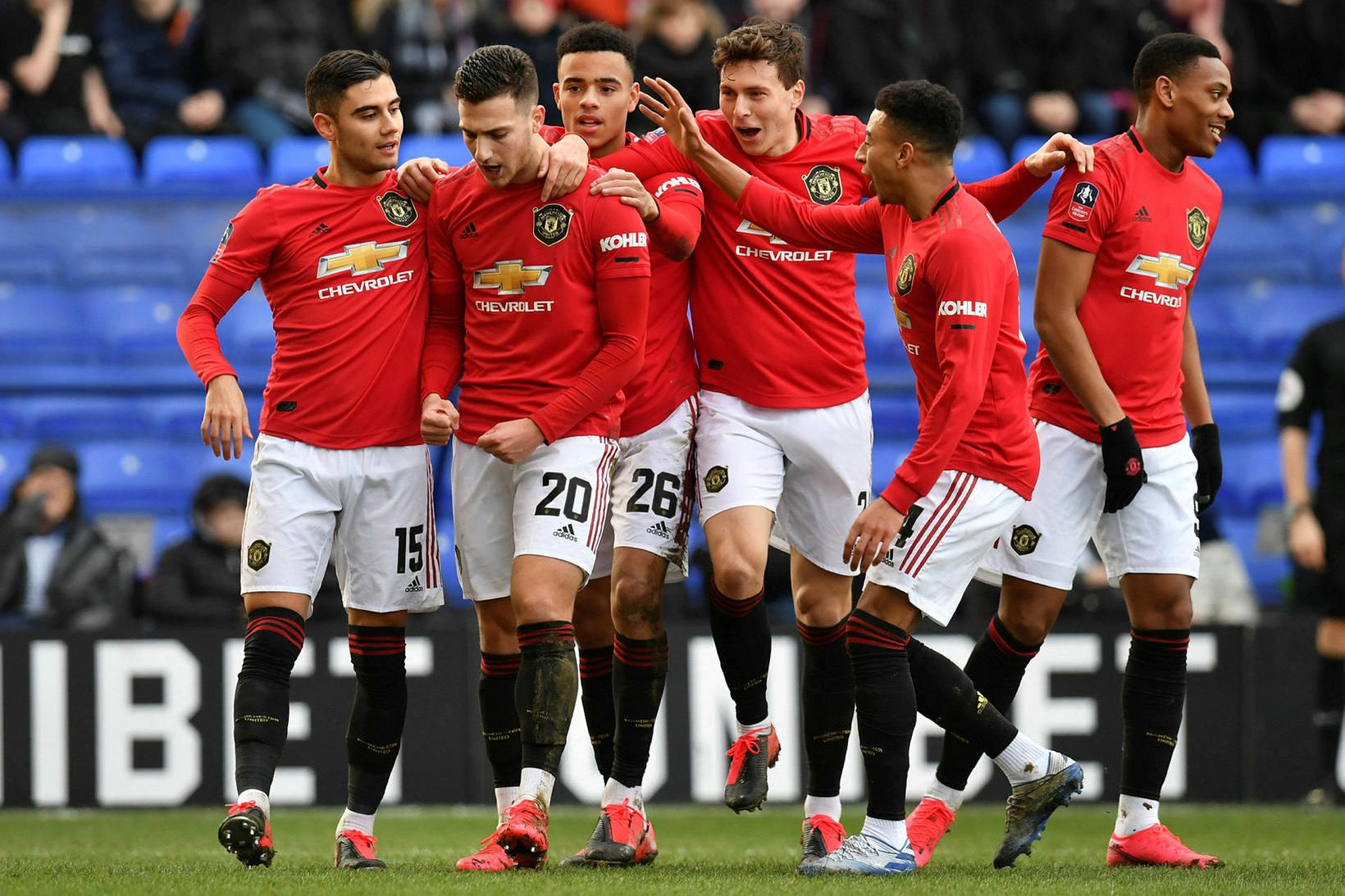 Leikmenn United fagna einu marka sinna á Prenton Park í …