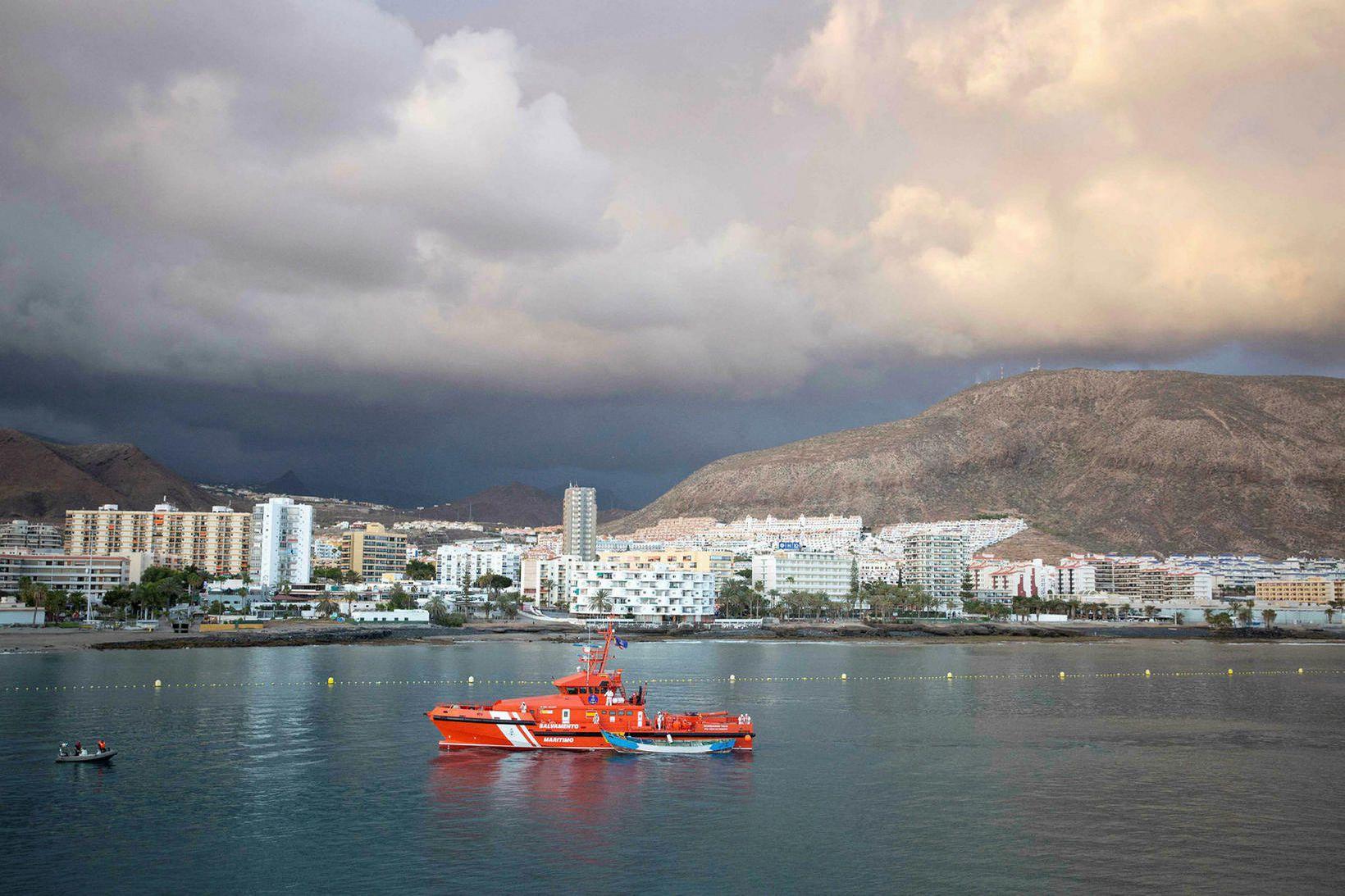 Stúlkan fannst þúsund metra dýpi undan ströndum Tenerife í gærkvöldi. …