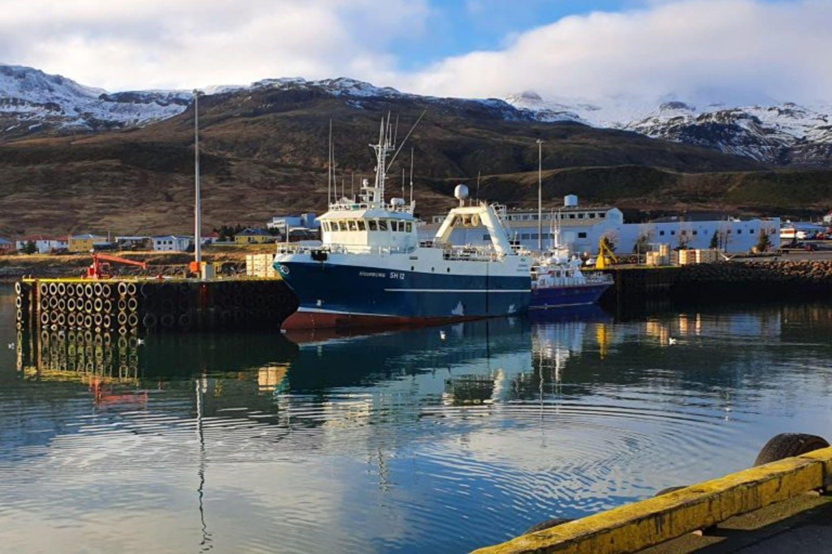 Sigurborg SH-12 kom til hafnar í Grundarfirði með 75 tonn …