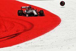 Dekkið slitnað frá Alfa Romeo bíl Kimi Räikkönens í Spielberg.