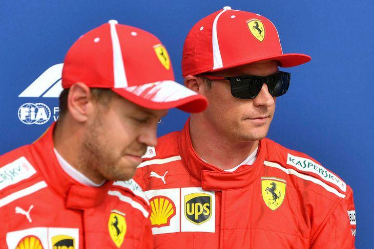 Kimi Räikkönen (t.h.) og Sebastian Vettel rétt eftir tímatökuna í Monza í dag.