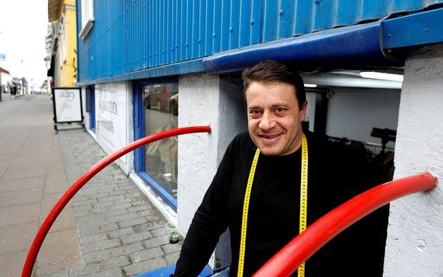 Hassan hefur rekið saumastofuna á Hverfisgötu undanfarið ár.