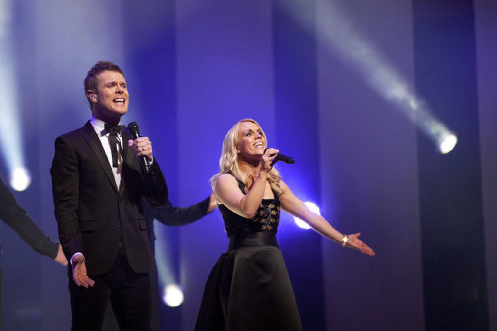 Greta Salóme Stefánsdóttir og Jón Jósep Snæbjörnsson syngja lagið Mundu …