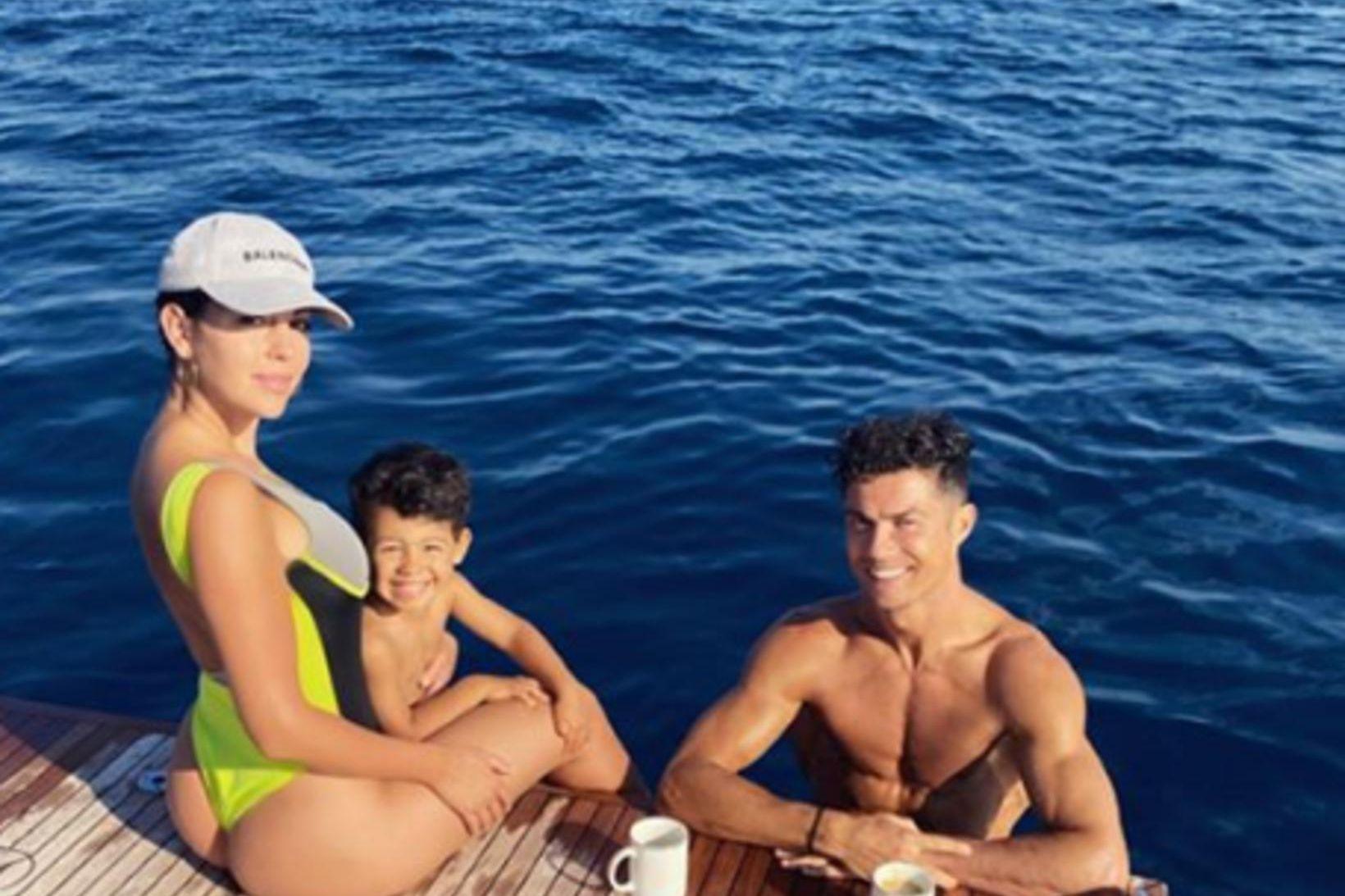 Georgina, Mateo og Ronaldo eru sólbrún á Ítalíu.