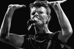 Bowie á sviði í Frankfurt árið 1983.