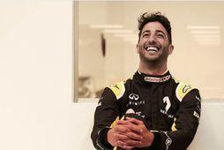 Ricciardo í Renaultgallanum með vörumerki sitt, brosið stóra.
