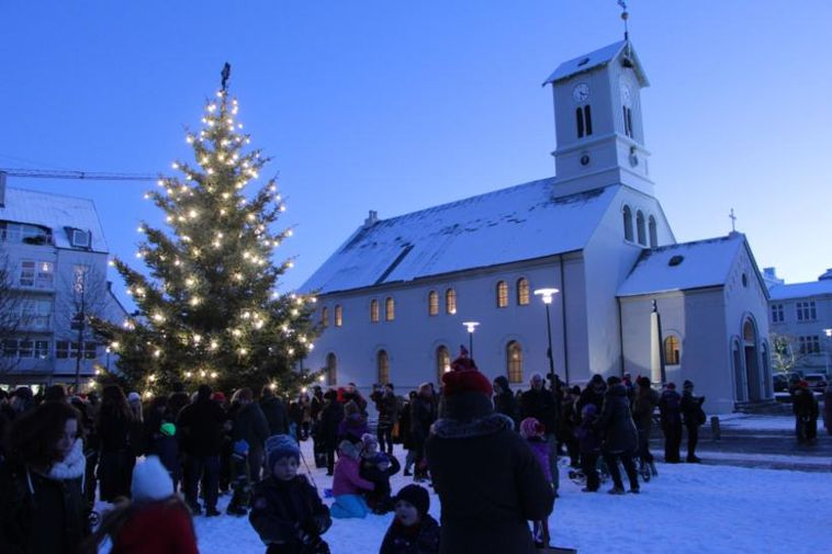 The Oslo tree at Austurvöllur last year.