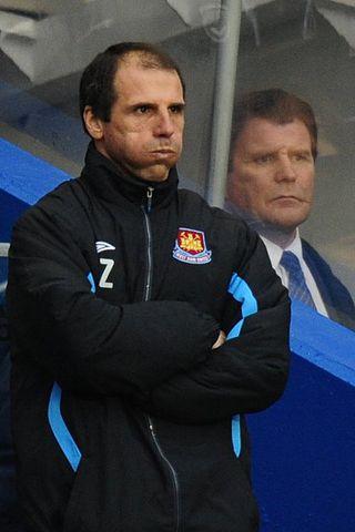 Það mæðir mikið á Gianfranco Zola, ekki síst eftir fimm ...