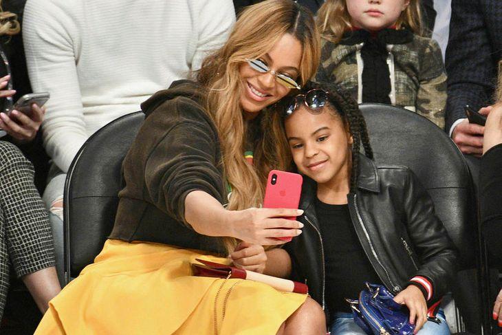 Beyonce og Blue Ivy Carter tóku sjálfu á leiknum.