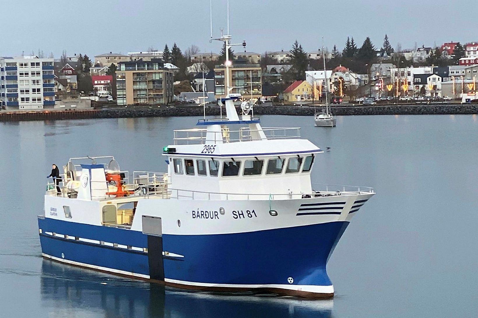 Bárður SH er 154 tonn, 26,9 metra langur og sjö …