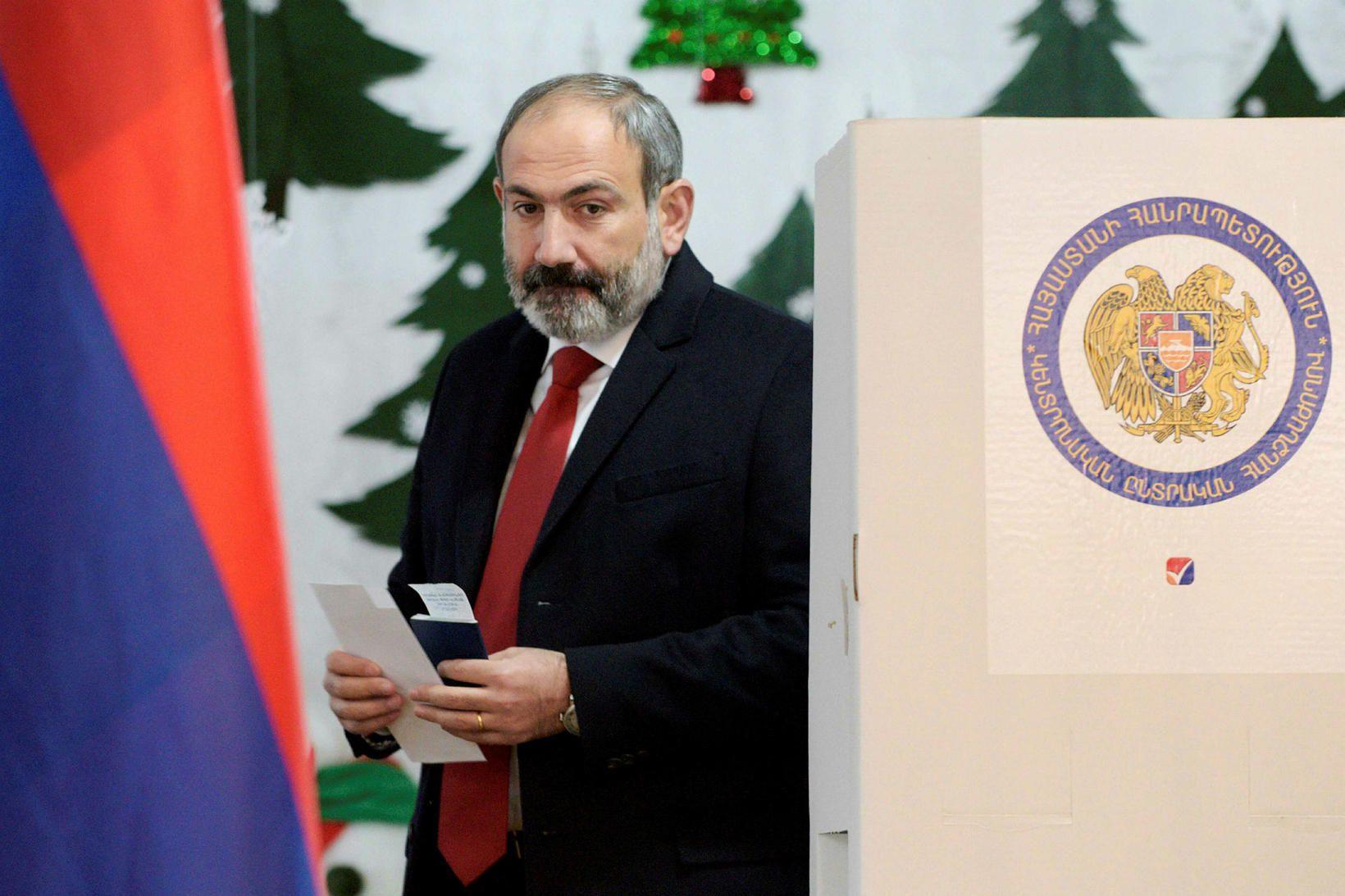 Nikol Pashinyan, forsætisráðherra Armeníu, eiginkona hans og börn eru öll …