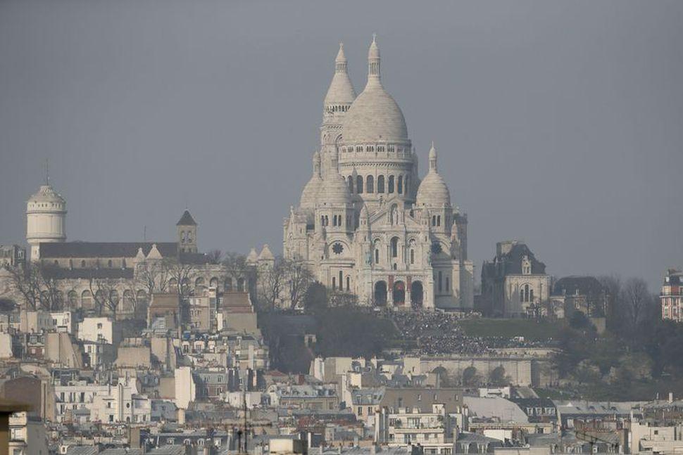 Bannað er að taka myndir inni í Sacre-Coeur í París ...