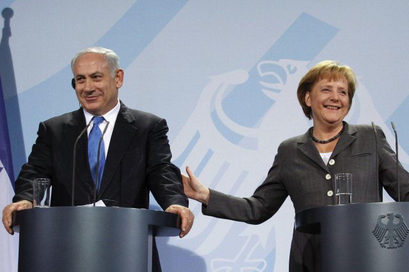 Benjamin Netanyahu og Angela Merkel á sameiginlegum blaðamannafundi í Berlín …