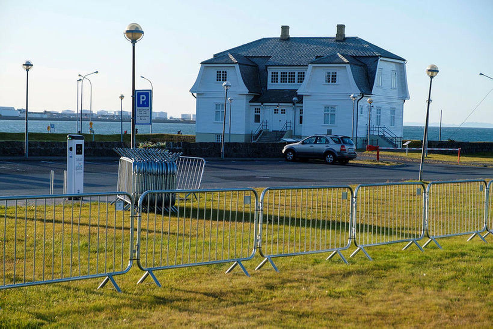 Höfði í Reykjavík hefur verið girtur af vegna heimsóknar varaforseta …