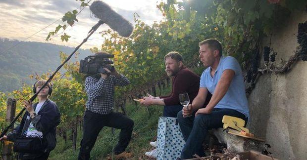 Atli Arnarsson hljóðmaður, Steingrímur Jón Þórðarson, Ólafur Örn og Höskuldur Hauksson með Raclette á vínekrunni.