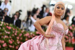 Nicki Minaj fær samviskubit yfir að fara frá syni sínum í vinnuna.