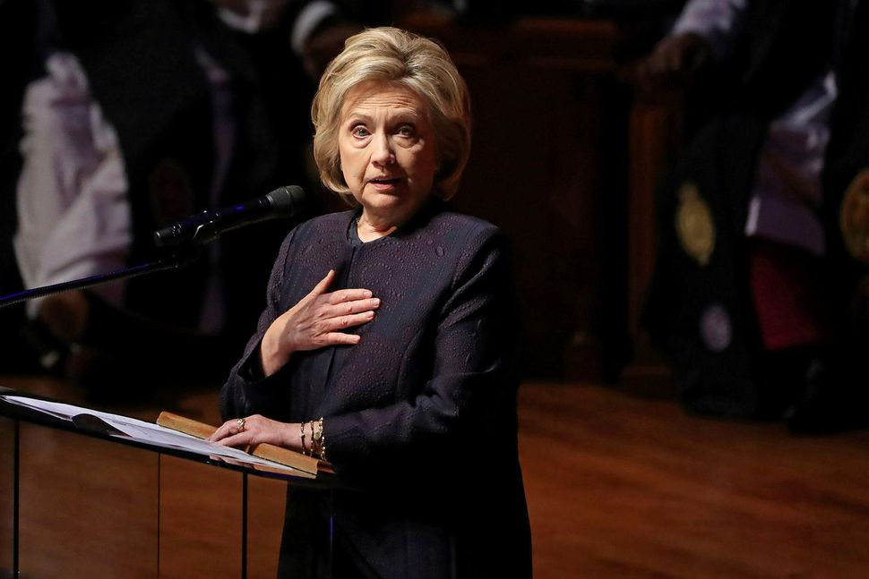 Hillary Clinton tapaði með naumindum fyrir Trump í síðustu forsetakosningum. ...