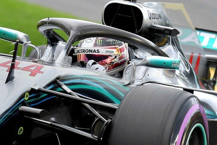 Lewis Hamilton á leið til metpólsins í Melbourne í morgun.