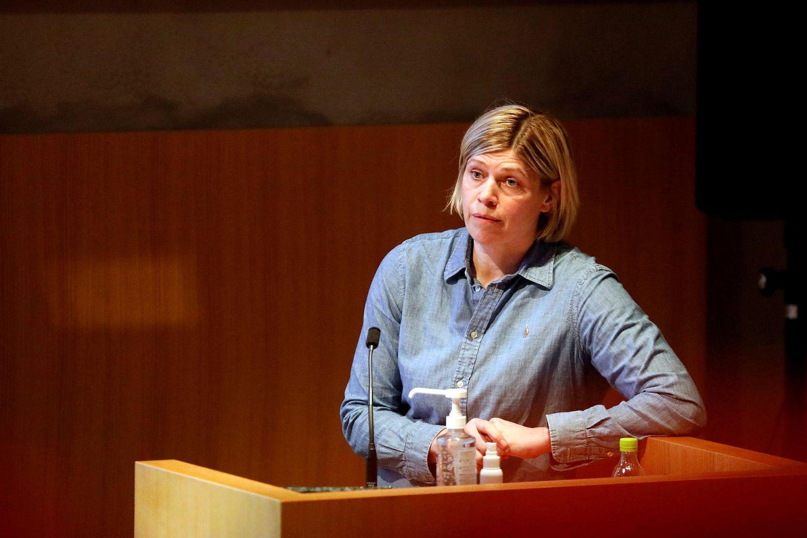 Hilma Hólm hjartalæknir á fræðslufundinum fyrr í dag.