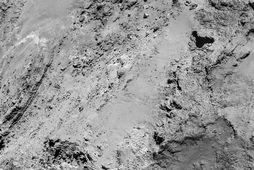 Nærmynd Rosettu af yfirborði halastjörnunnar 67P/Churyumov-Gerasimenko. Skalinn á myndinni er 0,76 metrar á díl og …
