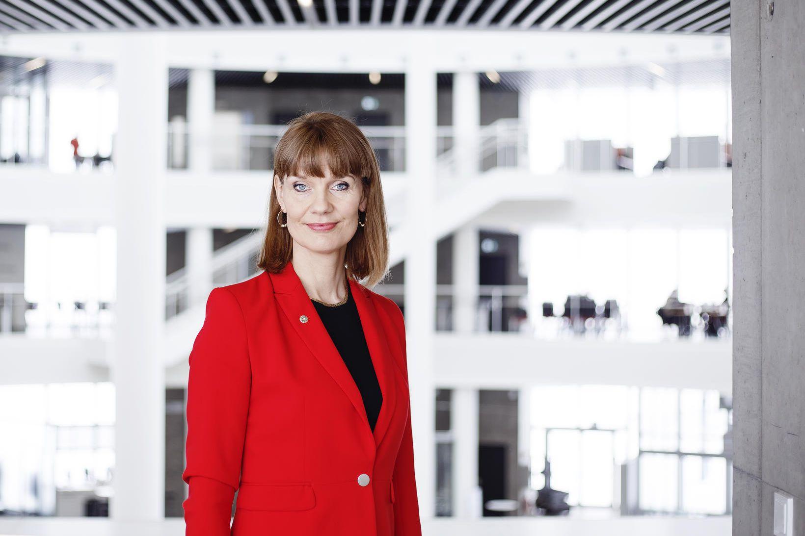 Dr. Bryndís Björk Ásgeirsdóttir hefur nú stöðu prófessors við Háskólann …