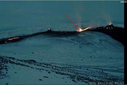 Náttúruvársérfræðingar Veðurstofu Íslands hafa hér merkt inn nýju sprunguna sem opnaðist í nótt.