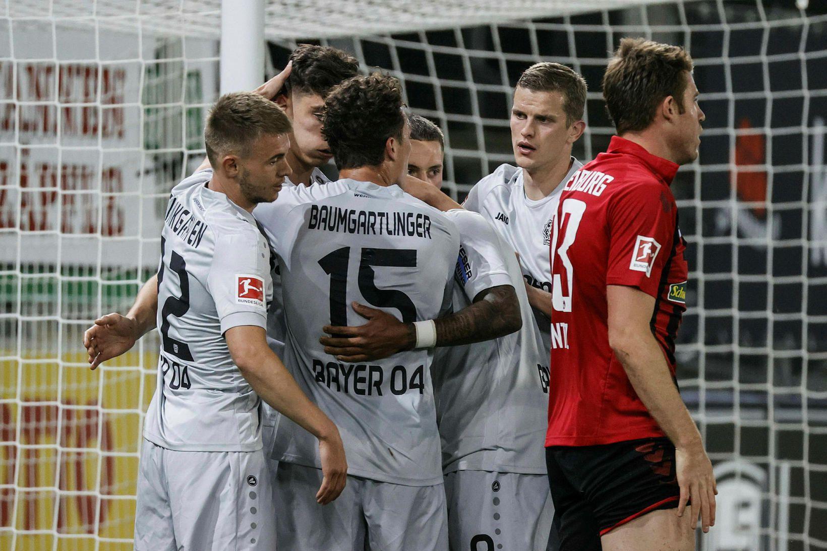 Kai Havertz fagnar markinu ásamt samherjum sínum í Leverkusen.