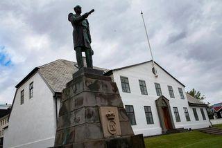 Forsætisráðuneytið lítur hvorki svo á að sáttaviðræðum við fyrrverandi sakborninga í Guðmundar- og Geirfinnsmálinu sé ...