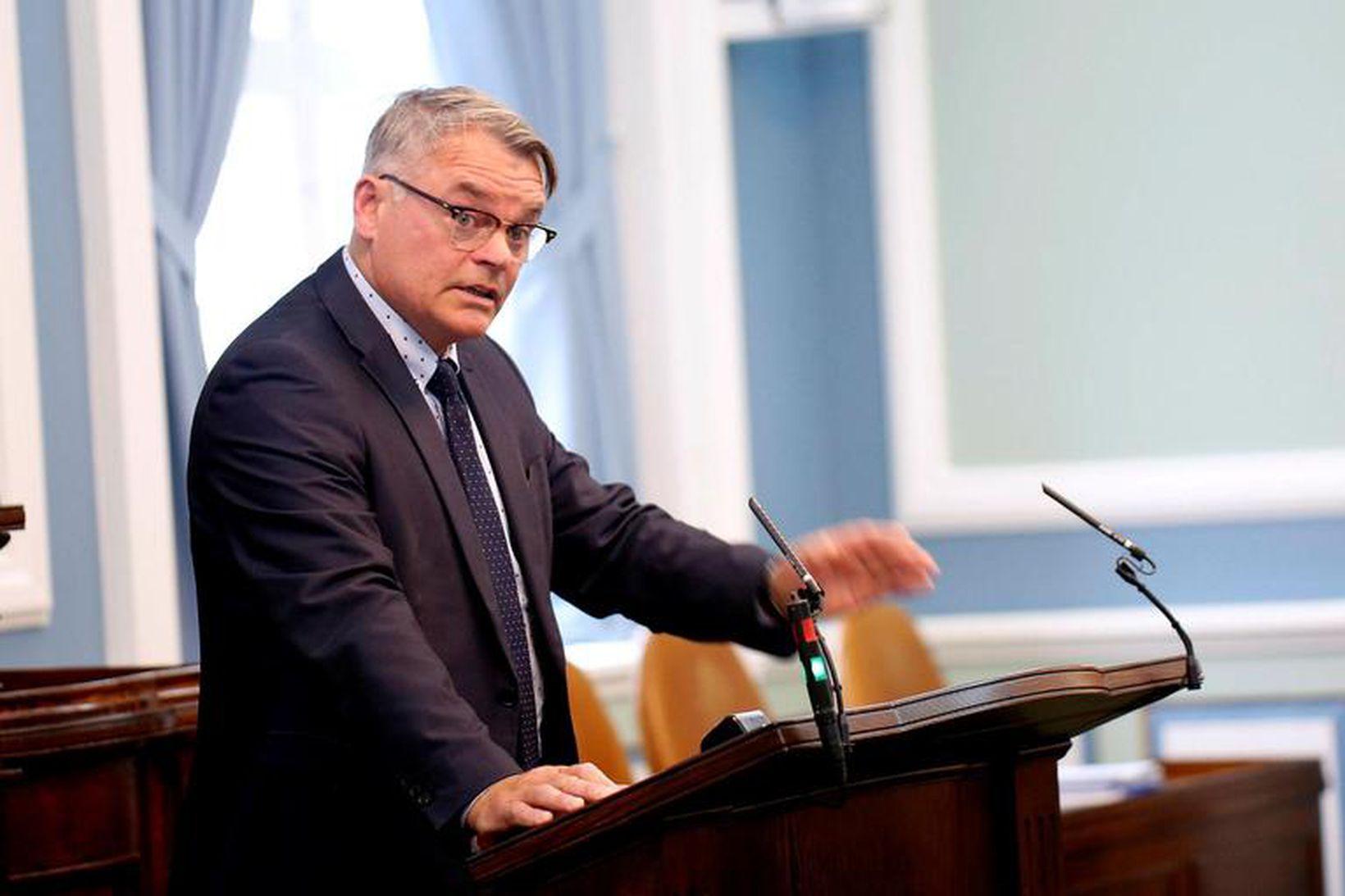 Páll Valur Björnsson, fyrrverandi þingmaður.