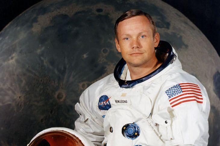 Bandaríski geimfarinn Neil Armstrong gaf Lauru Cicco tunglrykið er hún ...